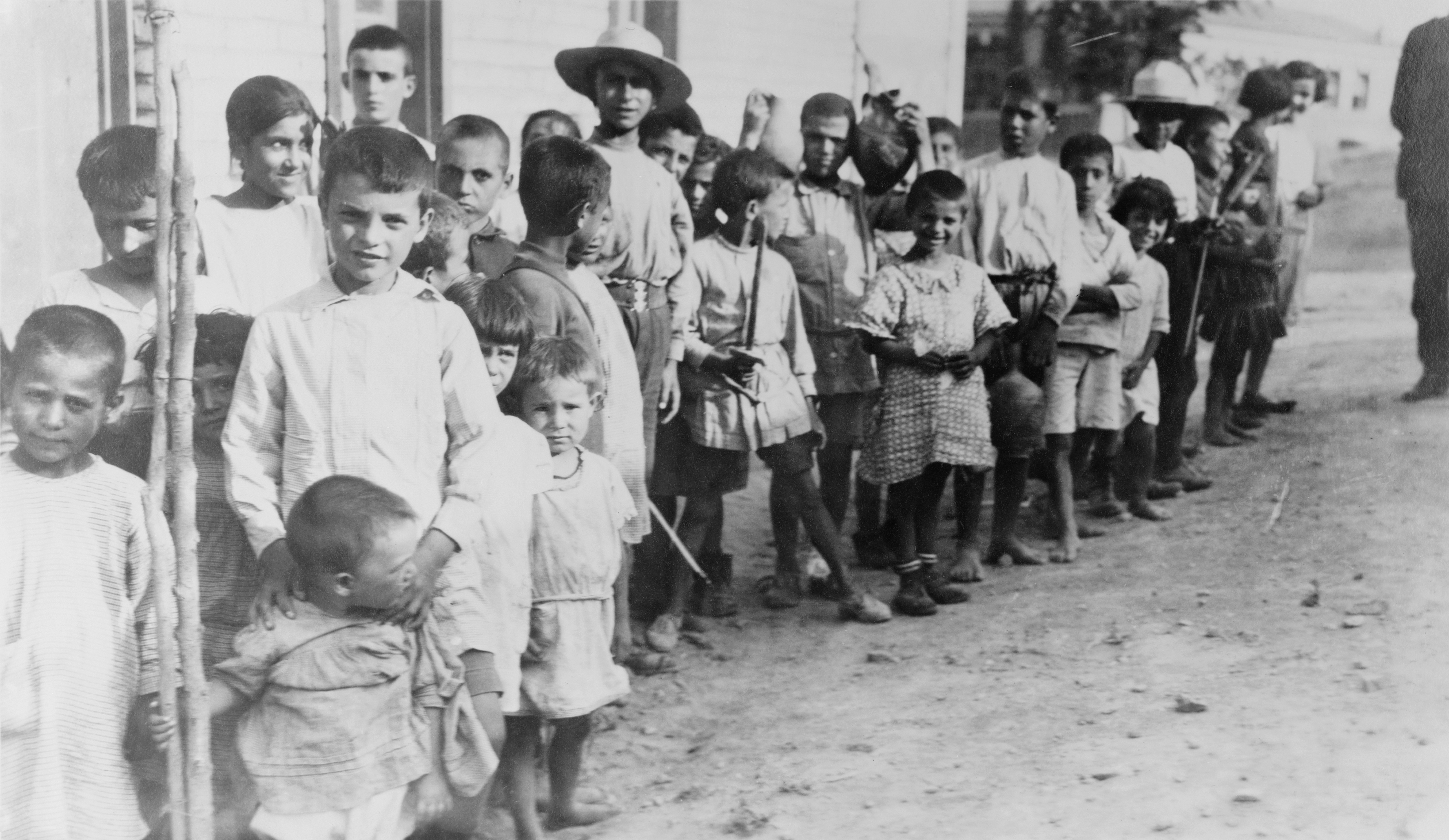 06-Greek_and_Armenian_refugee_children_near_Athens_1923