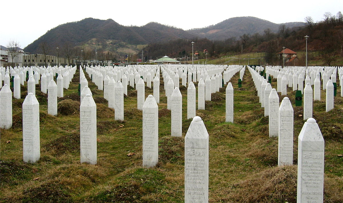 Gravestones at the Potočari genocide memorial near Srebrenica. Photo by Michael Büker CC BY-SA 3.0, https://commons.wikimedia.org/w/index.php?curid=6405619