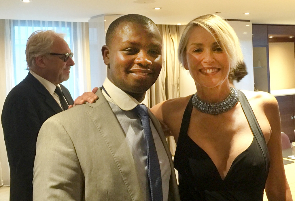 Sharon Stone congratulates Freddy Mutanguha on receipt of the inaugural Peace, Justice and Security Award in the Hague, 5th September 2016