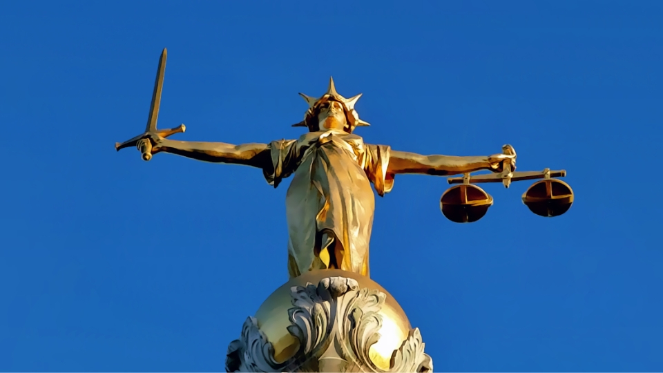 Lady of Justice, Old Bailey, London. Credit: Wikimedia user Lonpicman - https://commons.wikimedia.org/wiki/File:Statue_Of_%27Justice%27_Old_Bailey.jpg, License: CC BY-SA 3.0 - https://creativecommons.org/licenses/by-sa/3.0/